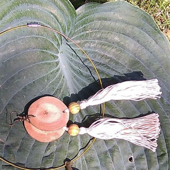 Fa ékszer, környezetbarát, újrahasznosított fa, uszadékfa, statement fülbevaló, pamut fonal, bojtos, környezettudatos ékszer