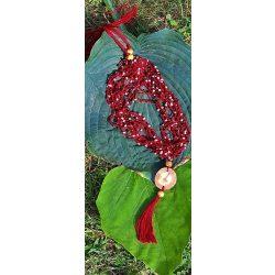 Gyöngy nyaklánc, környezetbarát, újrahasznosított fa, uszadékfa medál, bordó, szabályozható méret, kása gyöngyök, fa gyöngy, pamut fonal, bojtos, hipoallergén, környezettudatos ékszer