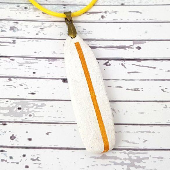 Uszadékfa, nyaklánc, fehér, narancs, faragott, festett, egyedi, kézműves, ékszer