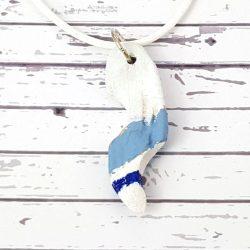 Uszadékfa, nyaklánc, kék, fehér, faragott, festett, egyedi, kézműves, ékszer